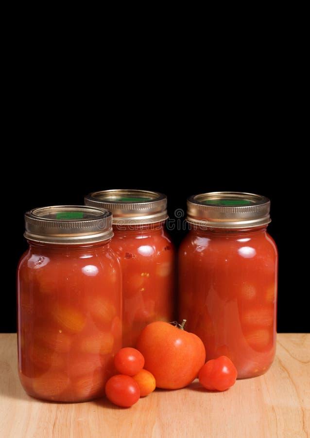 tomater på burk arkivfoton