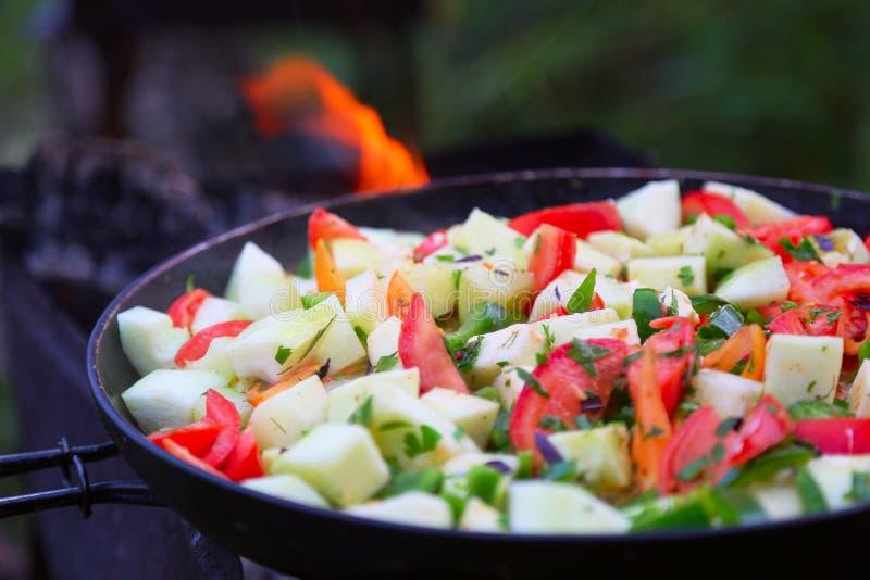 Tomates, abobrinha, peper, cebola cozinhada imagens de stock