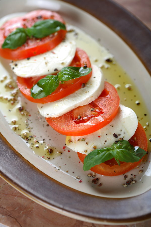 Tomates avec le fromage blanc image stock