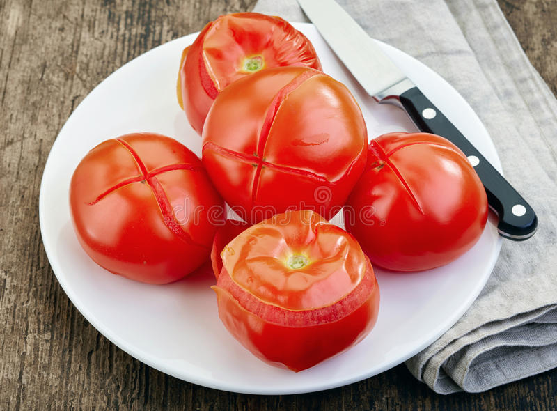 Download Tomates blanchies photo stock. Image du rouge, chef, préparé - 56476380