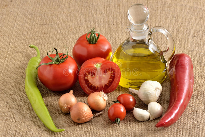 Tomates cebolla, ajo, pimienta, tomates imagenes de archivo