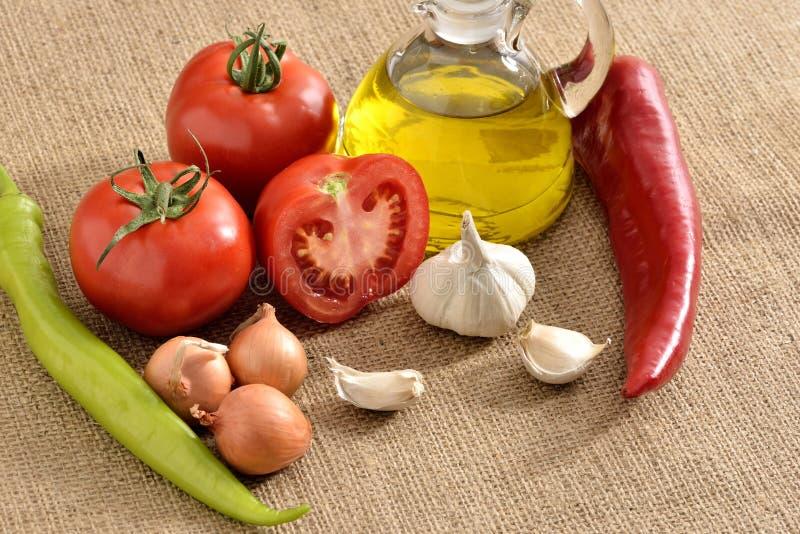 Tomates cebolla, ajo, pimienta, tomates foto de archivo