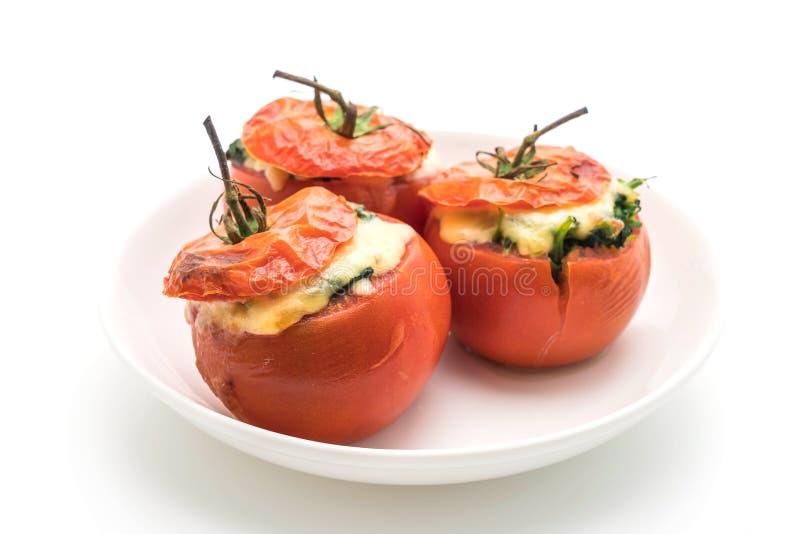 tomates cocidos rellenos con queso y espinaca imagen de archivo libre de regalías