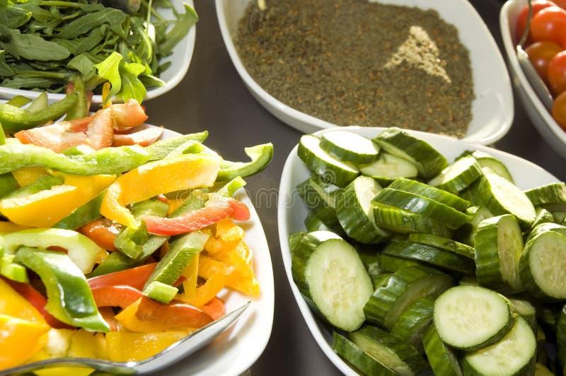Tomates coupées en tranches de légumes avec l'épice Jérusalem photographie stock libre de droits