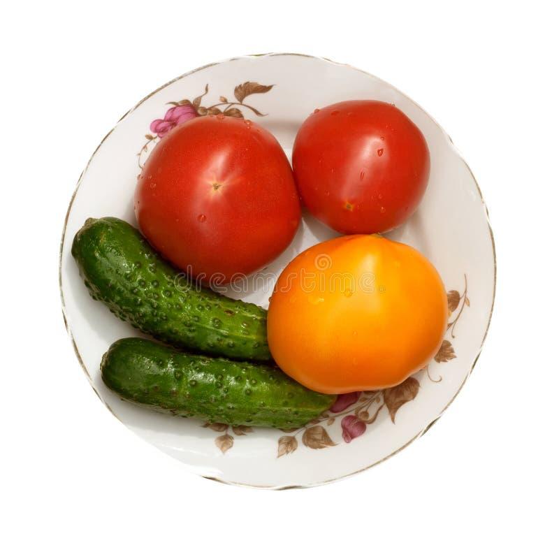 Tomates d'isolement par régime photographie stock libre de droits