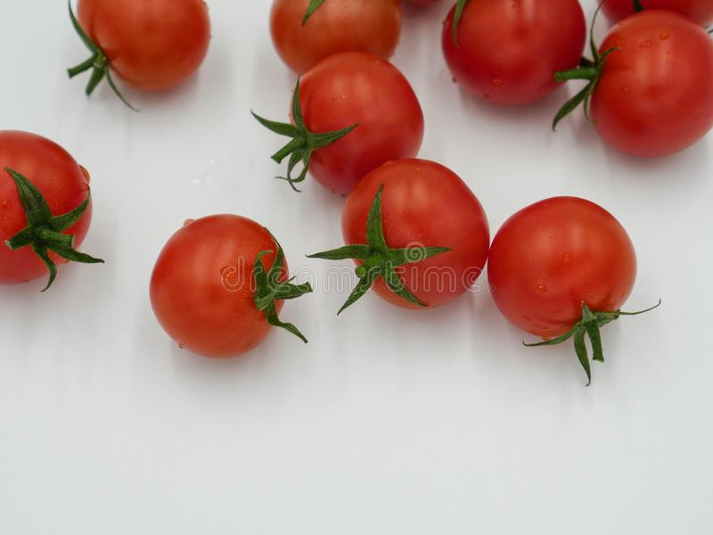 Tomates de cereja lavados frescos maduros imagens de stock royalty free