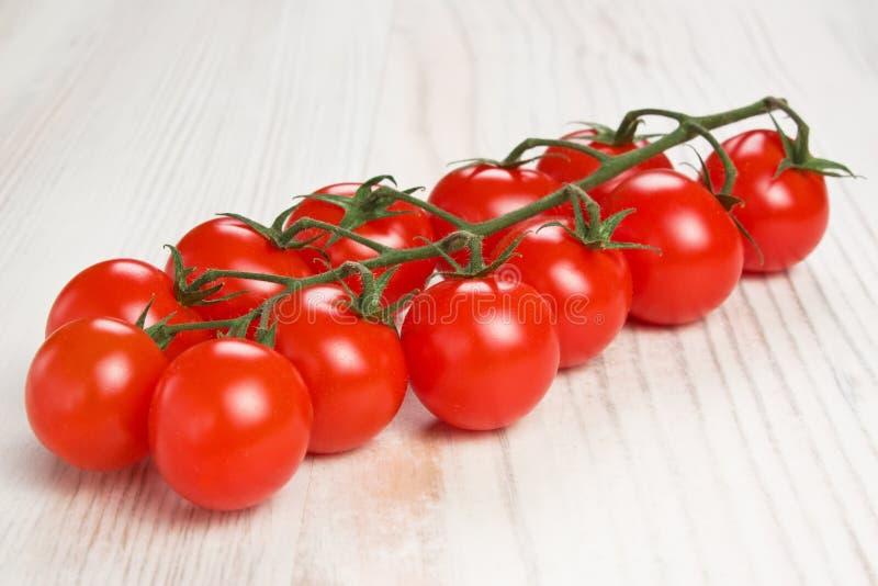 Tomates de cereja vermelhos foto de stock
