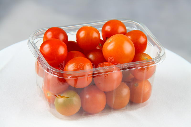 Tomates de cereza 2 imagenes de archivo