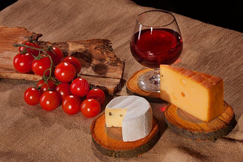 Tomates de fromage de vin photographie stock