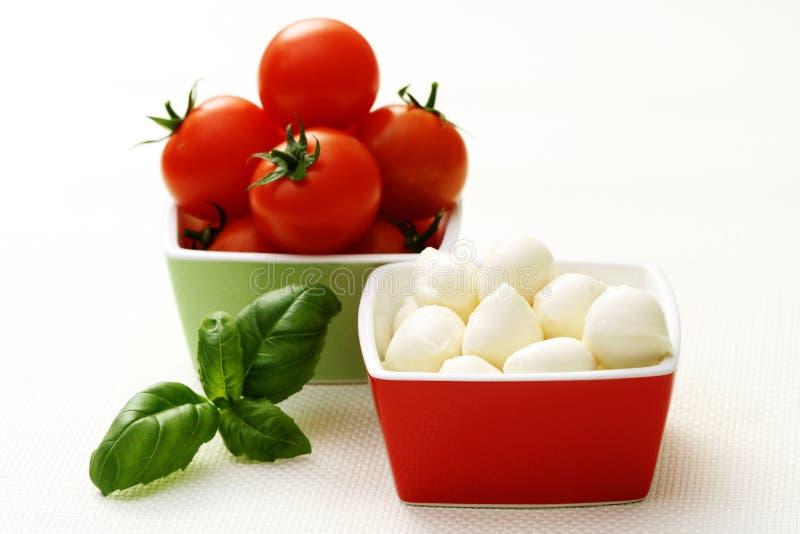 Tomates do Mozzarella e de cereja fotos de stock