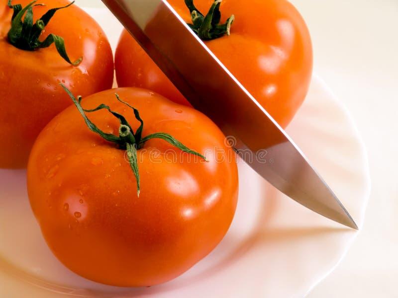 Tomates e faca imagem de stock royalty free
