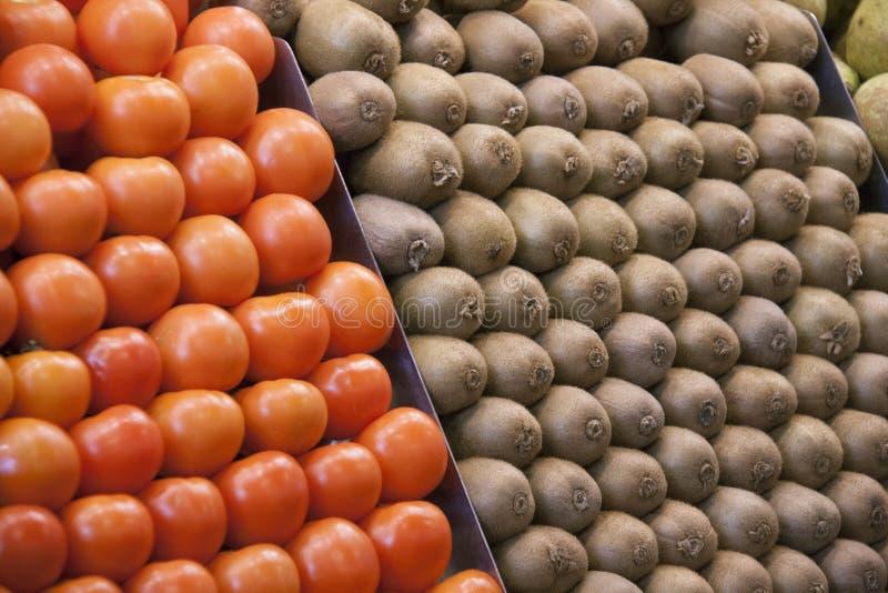 Tomates et kiwis photographie stock