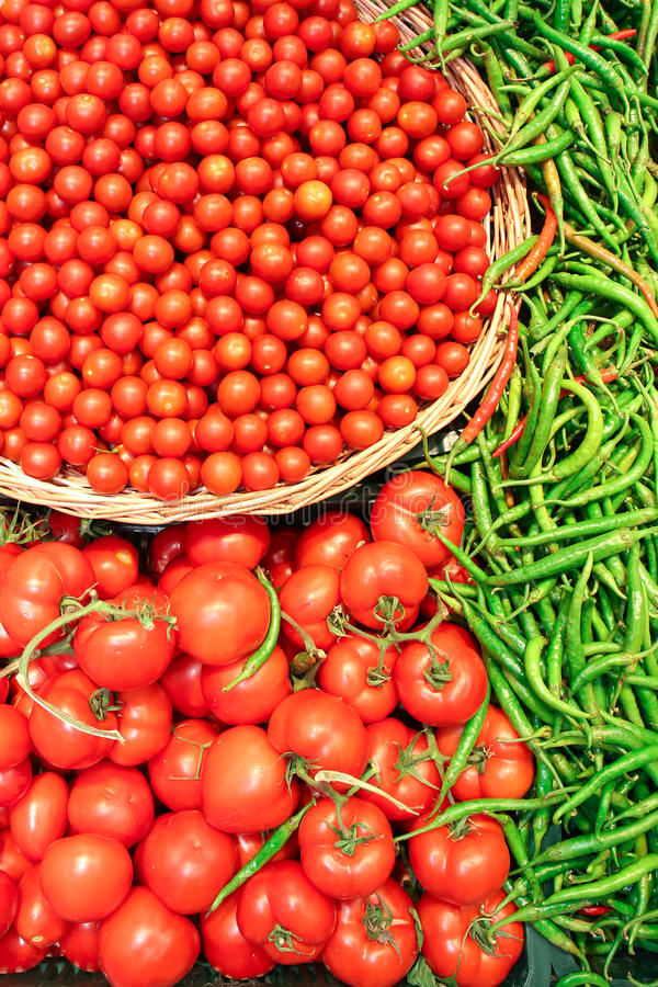 Tomates et paprikas verts photos stock