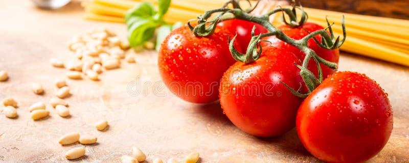 Tomates frescos para o molho de massa italiano clássico caseiro imagem de stock royalty free