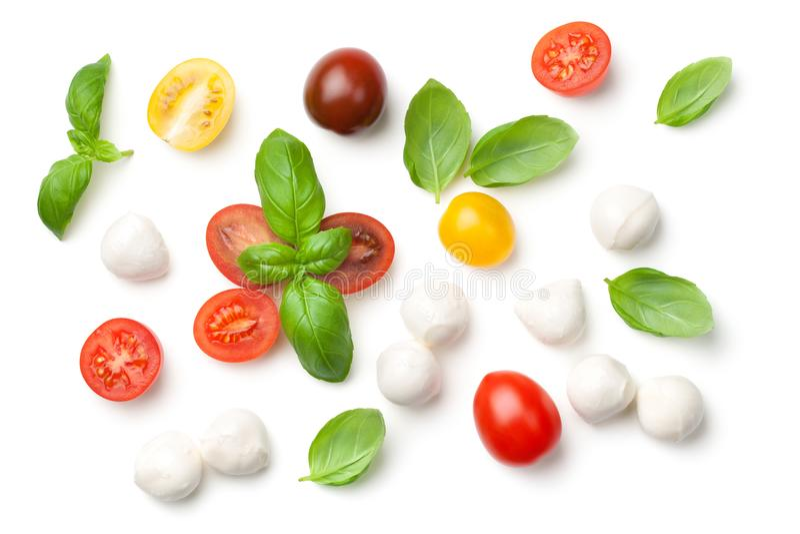 Tomates, manjericão e mussarela isolados no fundo branco fotos de stock royalty free
