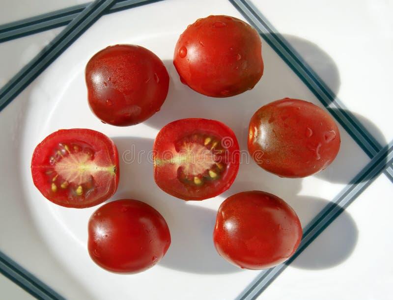 Tomates pequenos do kumato foto de stock royalty free