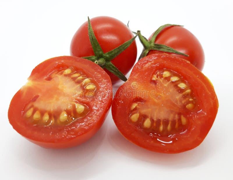 Tomates sobre fundo branco fotos de stock