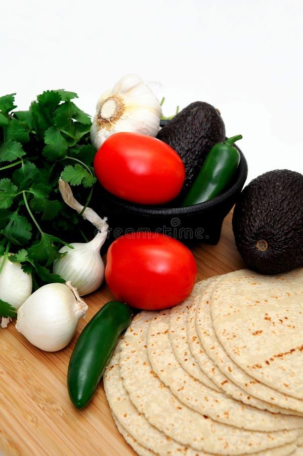 Tomates y tortillas foto de archivo