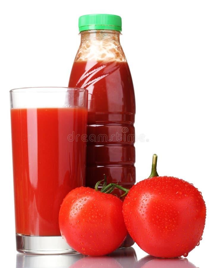 Tomatesaft im Glas, in der Flasche und in der Tomate stockbilder
