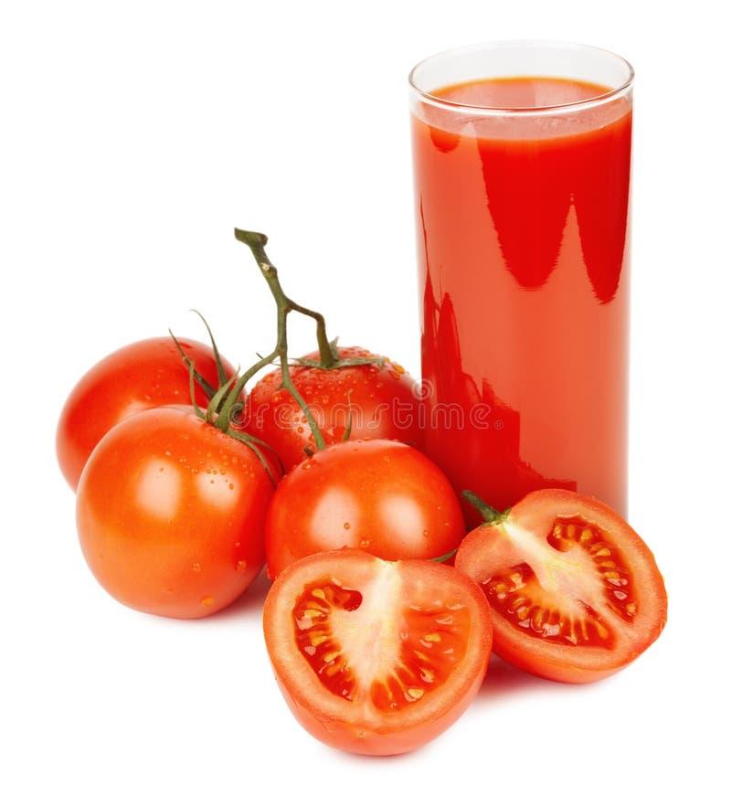 Tomatesap en rijpe tomaten stock afbeelding