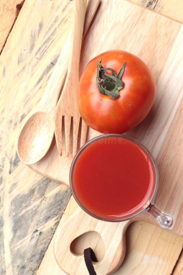 Tomatesap en Verse Tomaten stock afbeelding