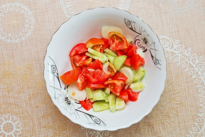 Tomatgurkasallad inom hoazerbajdzjansk azeriersalladen royaltyfria foton