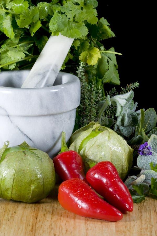 Tomatillos und Pfeffer - Vertikale stockfoto