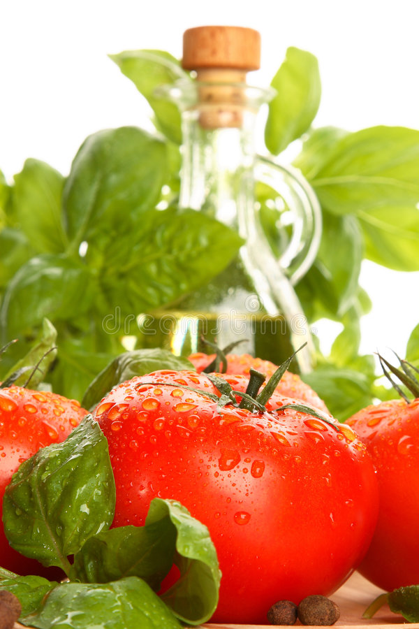 Free Tomatoes And Fresh Basil Royalty Free Stock Photography - 5440547