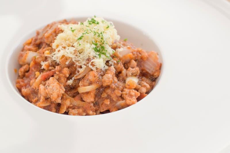 Tomatpastaspagetti med nya tomater royaltyfria foton