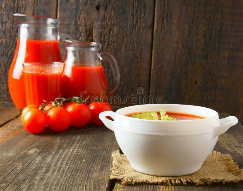 Tomatsås och fruktsaft royaltyfria bilder