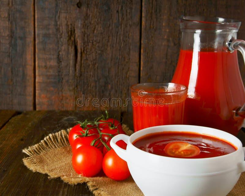 Tomatsås och fruktsaft arkivbilder