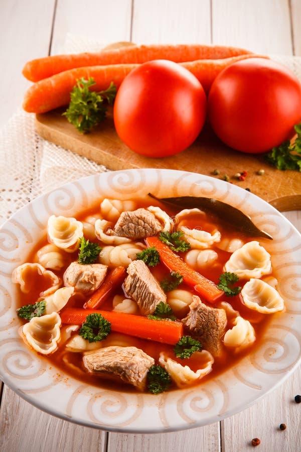 Tomatsoppa och ingredienser royaltyfri bild