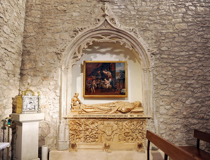 Sepulcher in the Chapel of the Coca, church of San Pedro de Ciudad Real, Spain. Tomb of the Chantre de Coria buried in the Chapel of the Coca located inside the stock photography