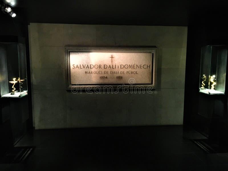 Tomba dell'artista di Salvador Dalì nel teatro di Dalì - Musemu, Figueres, Spagna fotografie stock libere da diritti