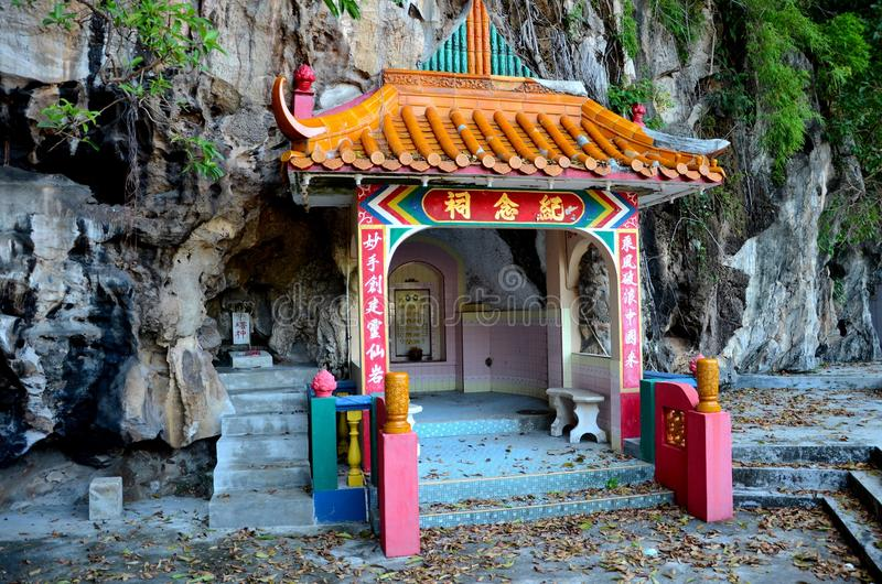 Tomba delle coppie del fondatore di roccia del tempio celeste di alcoolici dentro alla base Ipoh Malesia della collina del calcar fotografie stock