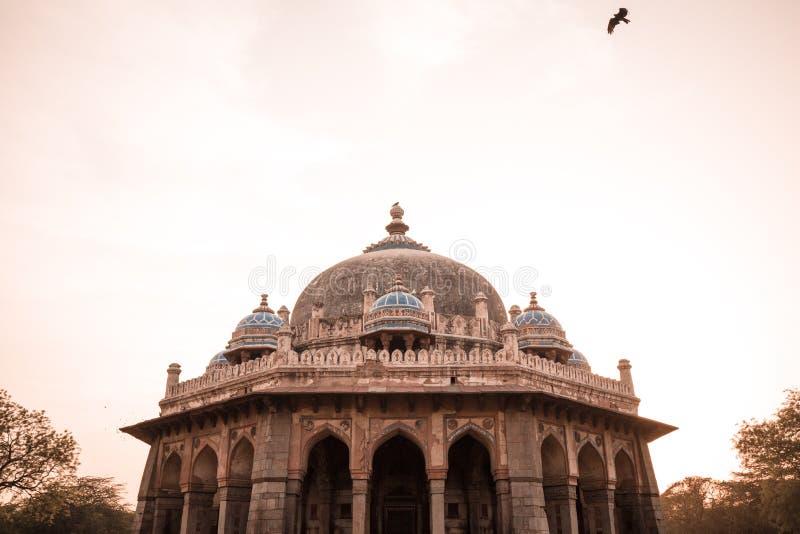 Tomba di Isa Khan a Delhi, India fotografia stock