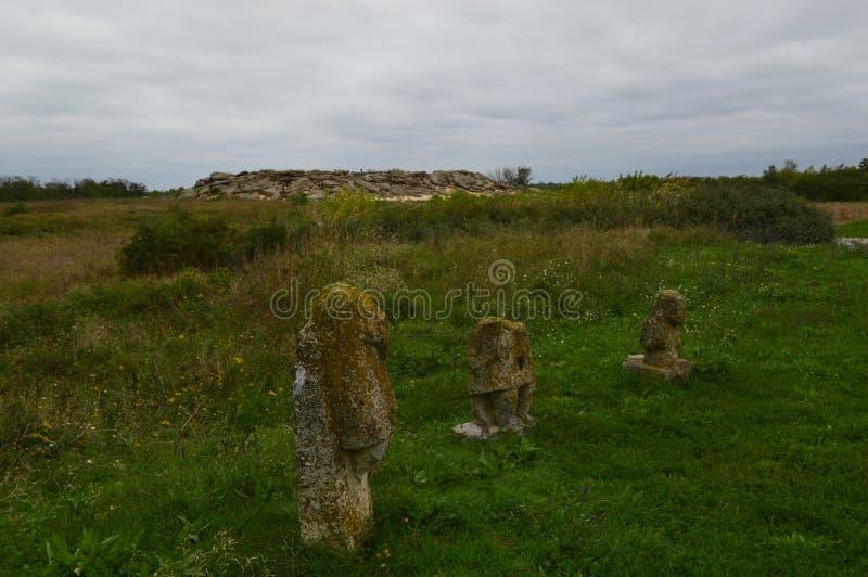 Tomba di pietra vicino a Melitopol moderno l'ucraina immagini stock libere da diritti