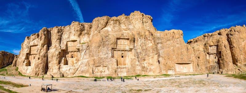 Tombe antiche di re dell'achemenide a Naqsh-e Rustam nell'Iran fotografie stock libere da diritti
