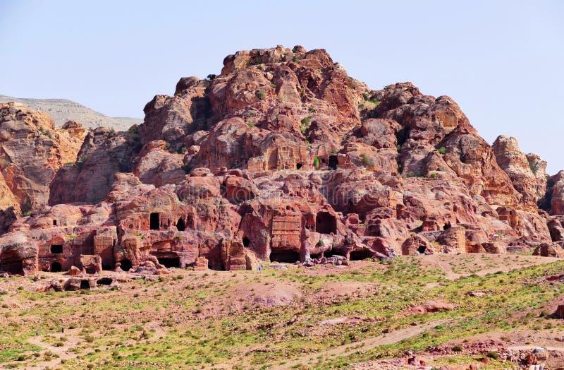 Tombe antiche nel PETRA, Giordania di Nabataean di vista panoramica immagine stock libera da diritti
