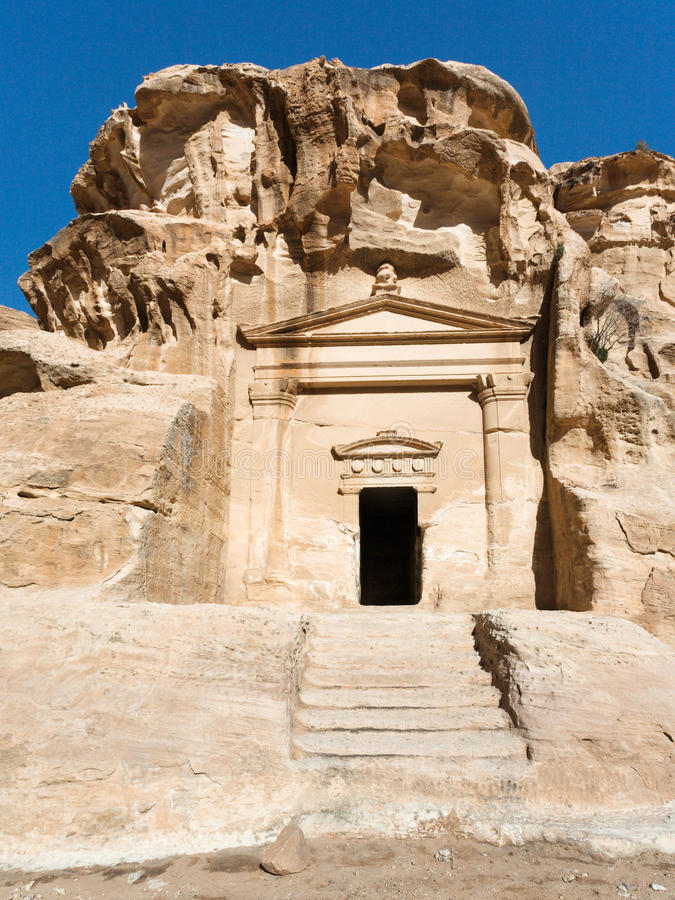 Tombe antique dans peu de ville de PETRA images libres de droits