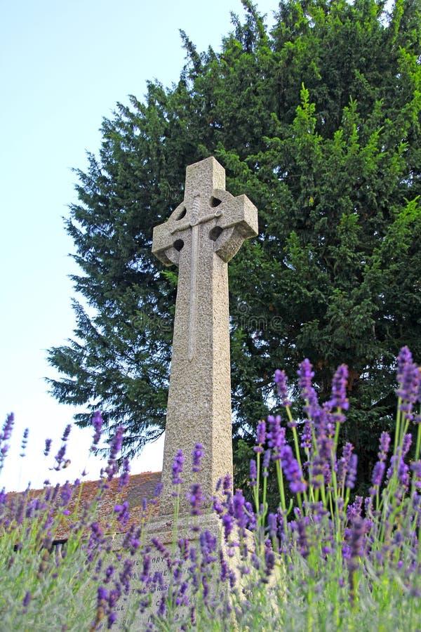 Tombe commémorative croisée en pierre photo libre de droits