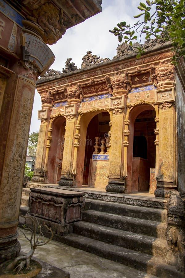 Tombe d'ascendance dans le jardin privé en Hue Vietnam photo stock