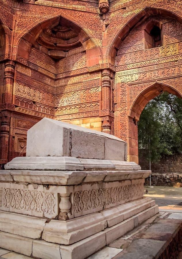 Tombe d'Iltutmish dans le complexe de Qutb Minar - New Delhi, Inde photo stock