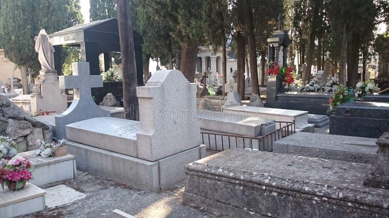 Tombe del cimitero, di Madrid del ` s di Carabanchel e pietre tombali immagini stock
