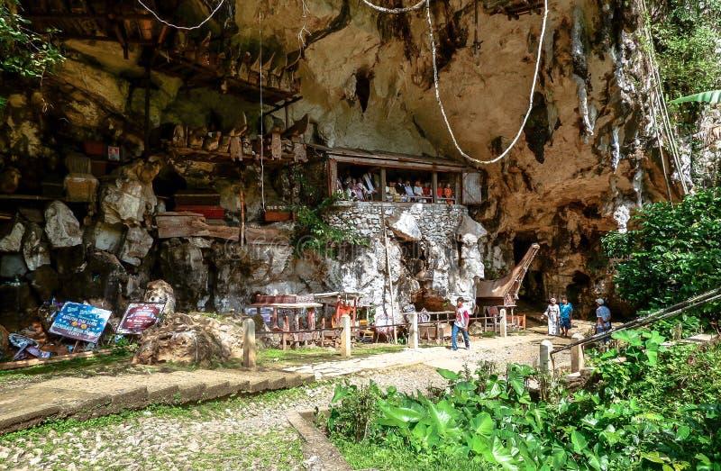 Tombe di Torajan in Sulawesi, Indonesia immagini stock libere da diritti