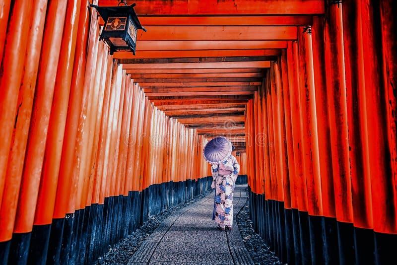 Tombeau de Fushimi Inari Taisha à Kyoto images libres de droits