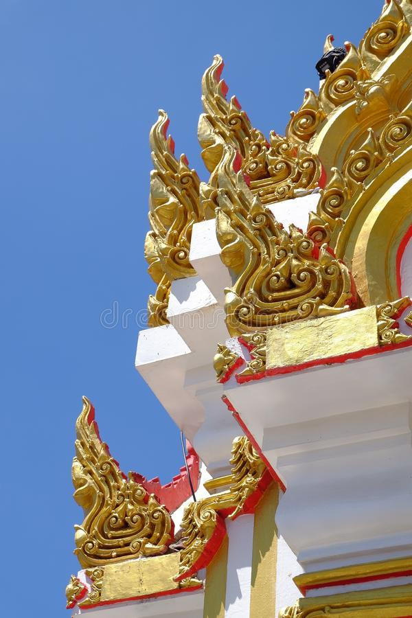 Tombeau de pilier de ville de Phitsanulok que le bouddhiste de naga croient photographie stock