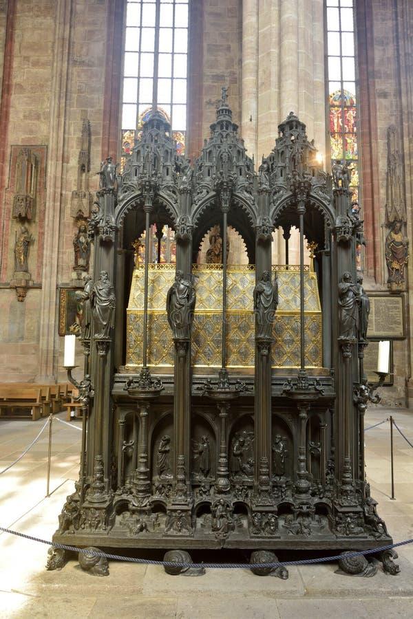 Tombeau en bronze de St Sebald à St Sebalduskirche à Nuremberg photographie stock libre de droits