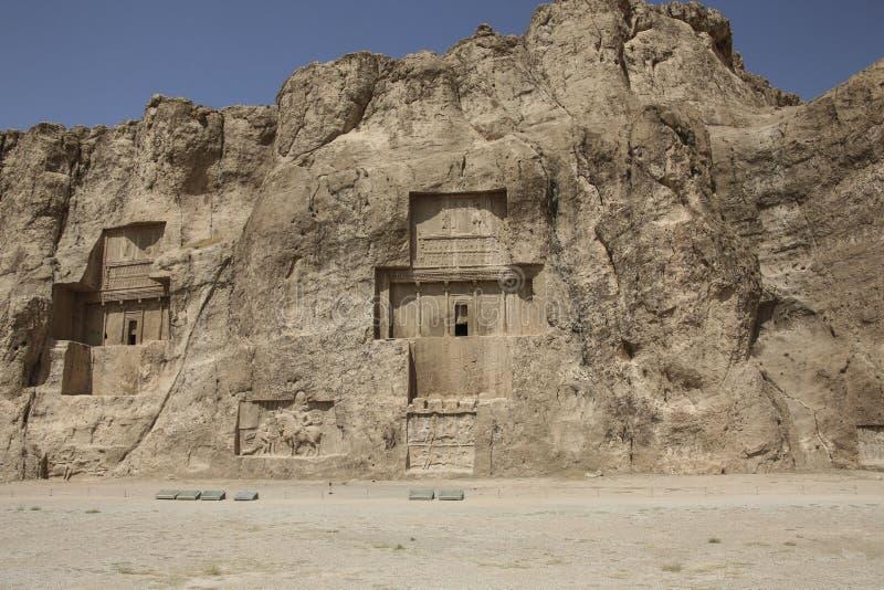 Tombes antiques des rois achéménides à Naqsh-e Rustam, au nord du centre administratif de Shiraz, Iran photographie stock libre de droits