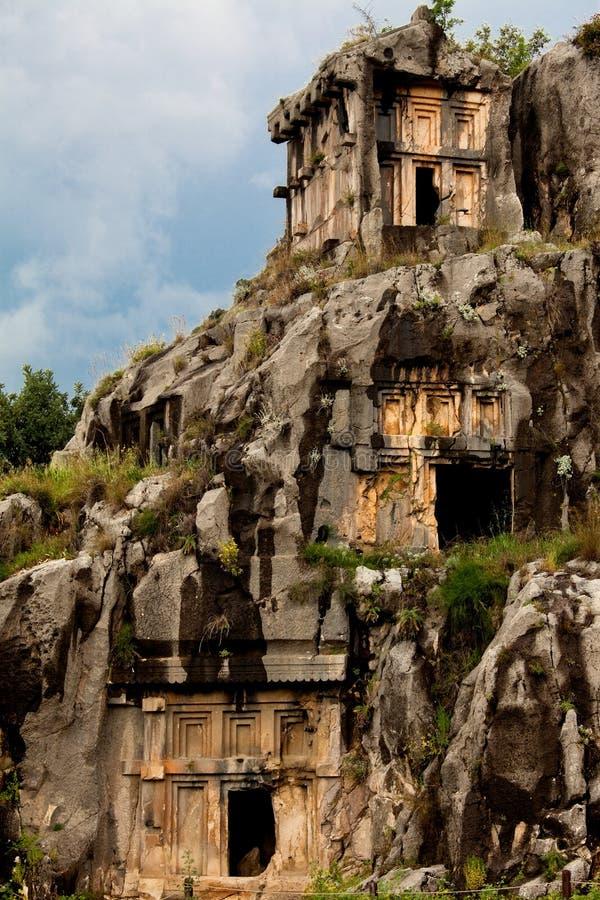 Tombes de coupure de roche de Myra et de ciel photographie stock